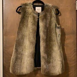 Zara | oversized faux fur vest sz S